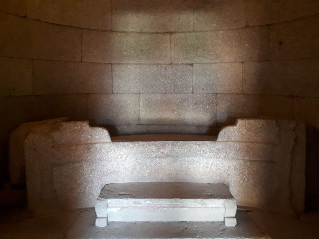A ritual stone bed - Griffins Tomb